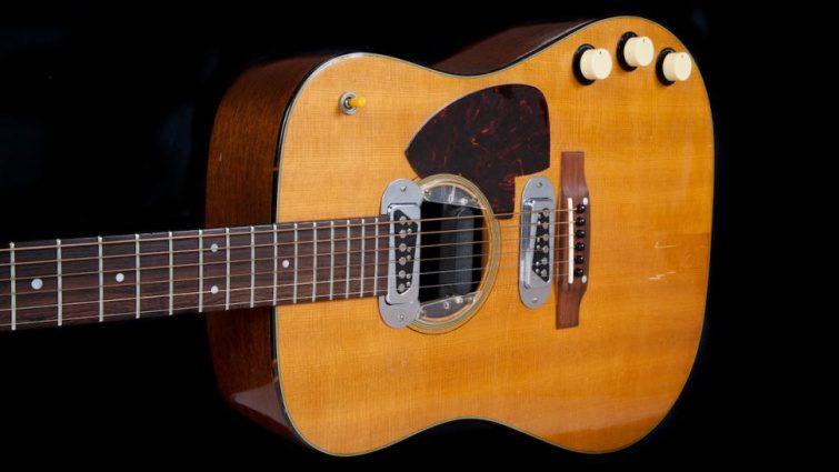 Kurt Cobain Martin D-18E Akustikgitarre Auktion 3