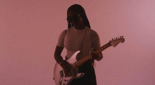 Fender HER Signature Stratocaster Chrome Glow Teaser