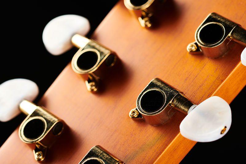 Harley Benton CG-45E Vintage Sunburst Akustikgitarre Tuner