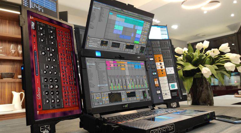 Expanscape Aurora 7: Laptop mit sieben Bildschirmen
