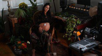 Ungeborenes Baby produziert ein ganzes Musikalbum
