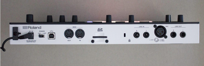 Roland Verselab MV-1 Rückseite mit Anschlüssen