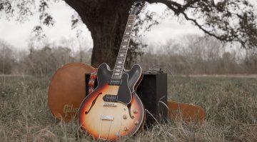 Gibson Slim Harpo ES-330 Lovell Tribute Hollowbody E-Gitarre Front Koffer