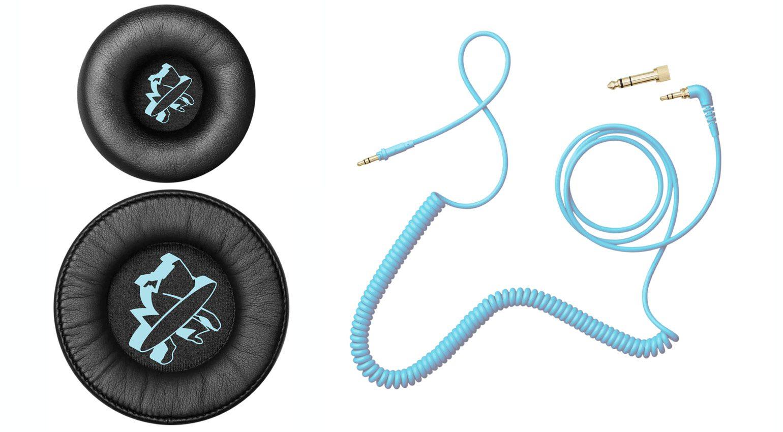 Ohrpolster und Kabel bekommen einen speziellen Look verpasst