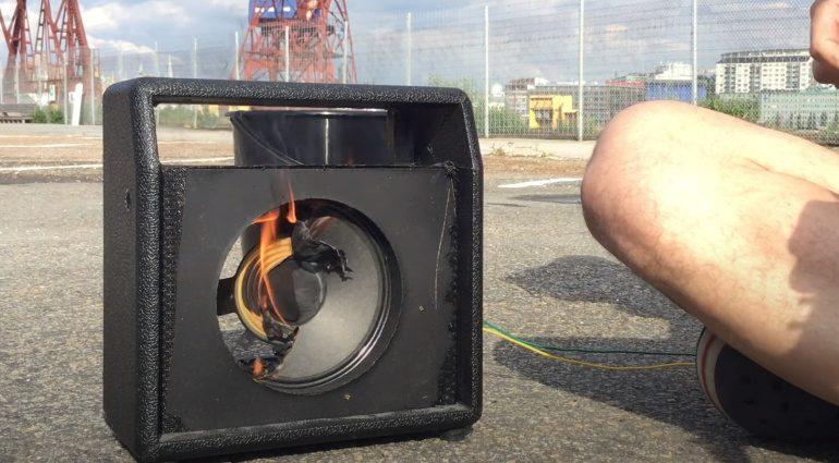 Johan Segeborn brennender Speaker Amp 1