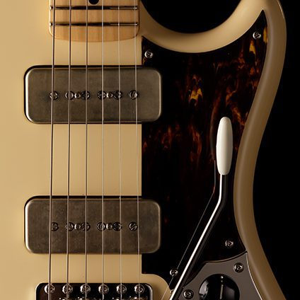 Fender-Daiki-Tsuneta-Swinger-with-soapbar-pickups-and-vintage-tremolo
