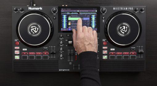 Numark Mixstream Pro DJ-Controller: Engine, Streaming & Lighting